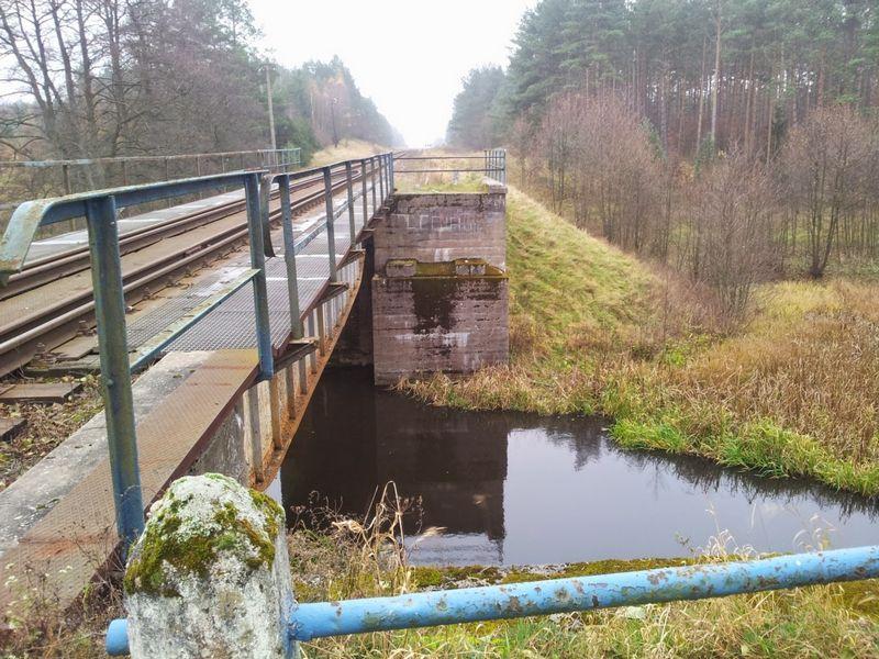 most-kolejowy-rzeka-niechwaszcz