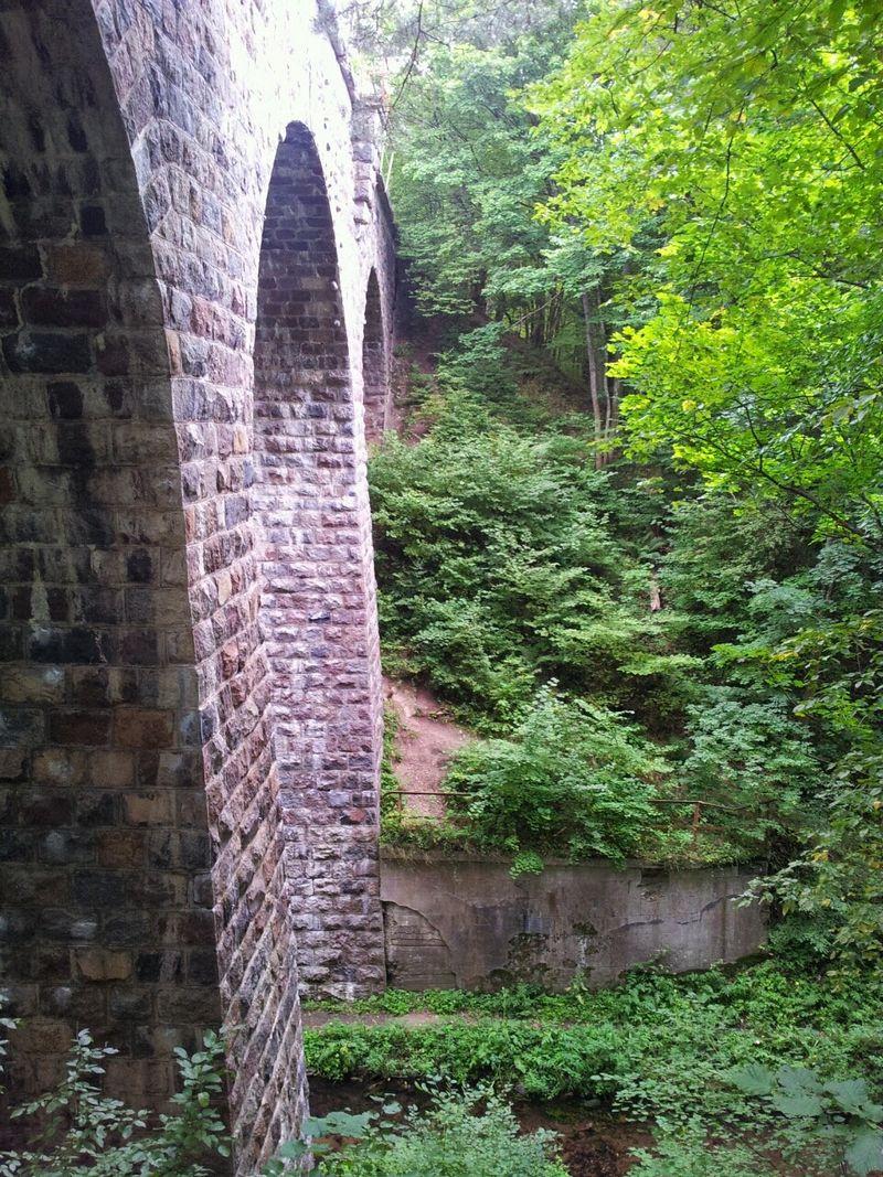 wiadukt-kolejowy-rozlazin
